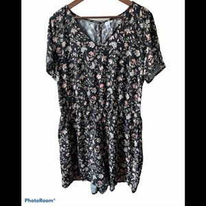 Old Navy short sleeve floral romper with pockets